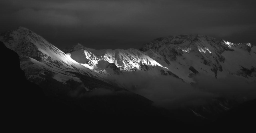Belledonnes vues depuis chambéry nuages neige montagnes savoie
