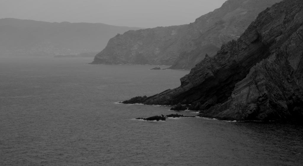 bord de mer falaises noires